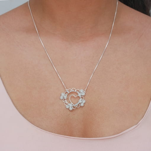 Colar prata mandala com flores coração vazado e zircônia