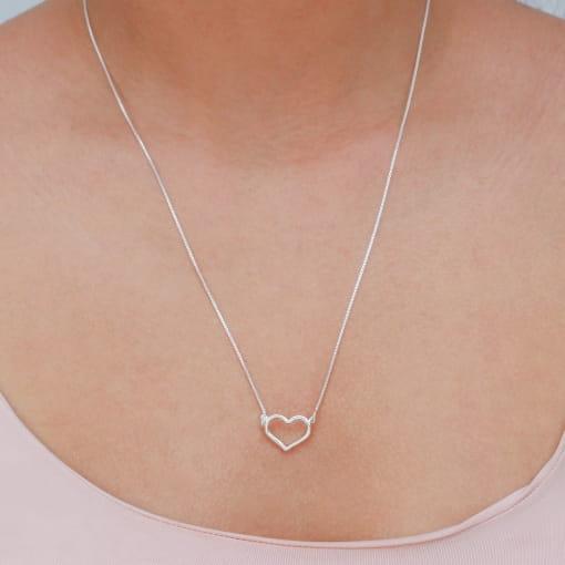 Colar prata fio com coração liso vazado