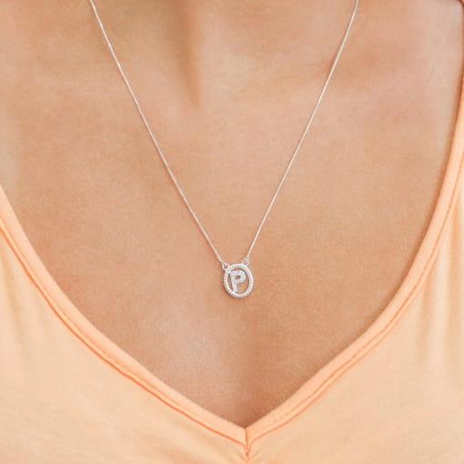 """Colar prata medalha oval letra """"P"""" com zircônia cristal"""