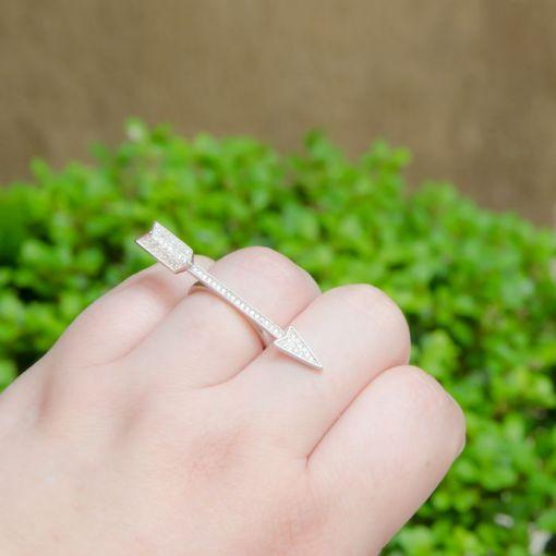 Anel Flecha Cravejada com Zircônias Brancas Prata Rodinada