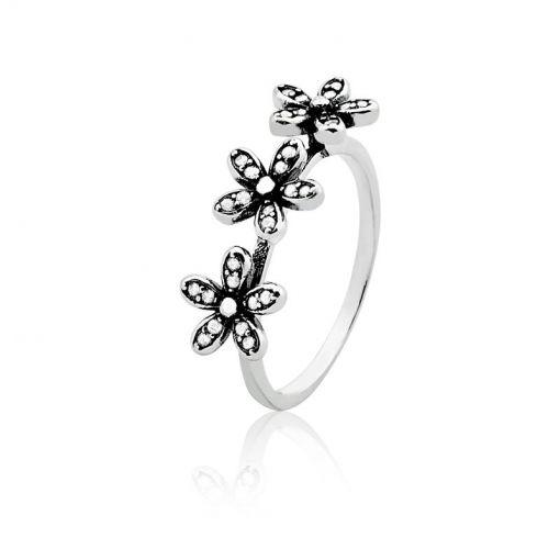 Anel com Três Flores Cravejadas de Zircônias Prata Envelhecida