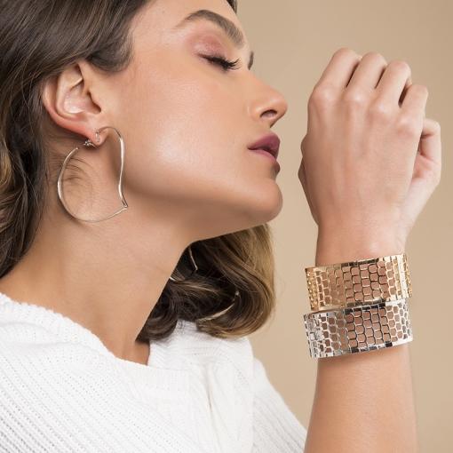 Bracelete Liso com Telas Vazadas Folheado a Ródio
