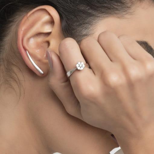 Brinco Ear Cuff Curvo e Liso em Prata Rodinada