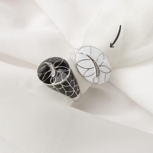 Anel Oval Esmaltado Branco com Imagem Libélula Folheado a Ródio