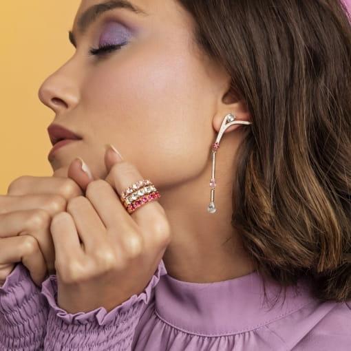 Brinco Ear Cuff Pêndulo com Cristais Coloridos Folheado a Ouro