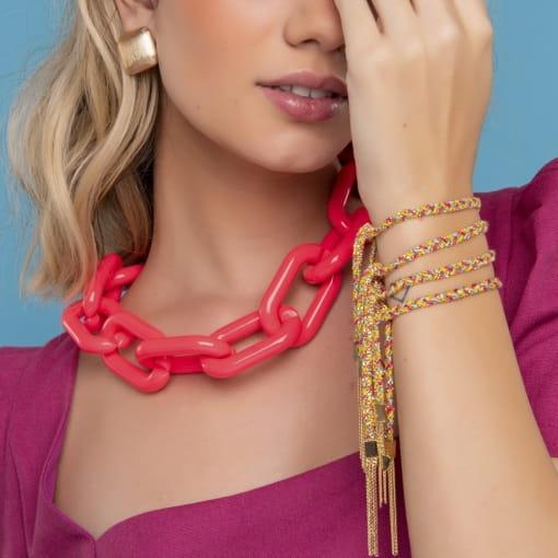 Colar com Elos Ovais em Acrílico Rosa Neon Banhado a Ouro