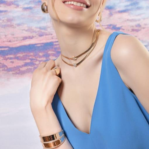 Bracelete Liso com Bordas Cravejadas Brancas Banhado a Ouro