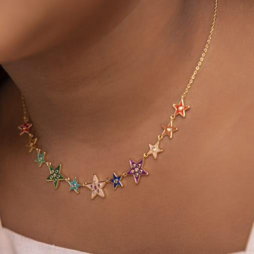 Choker com Pingentes de Estrelas Coloridos Banhada a Ouro